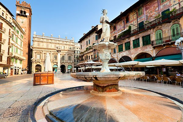 facts-about-verona-the-setting-of-romeo-and-juliet-piazza-delle-erbe