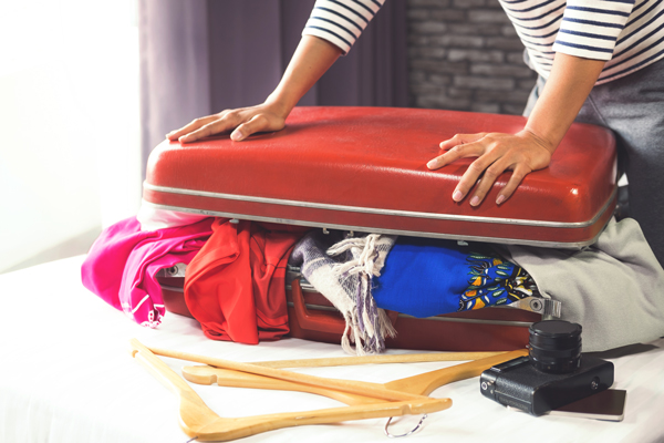 ymt-blog-6-travel-mistakes-you-did-not-know-you-were-making-overpacked-suitcase