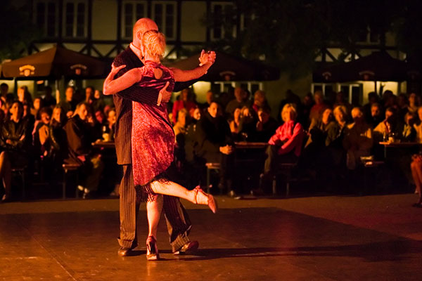 ymt-blog-best-things-to-do-in-buenos-aires-argentina-tango-at-a-milonga
