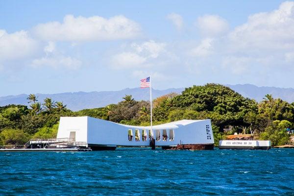 ymt-blog-things-to-do-near-waikiki-beach-hawaii-uss-arizona-memorial