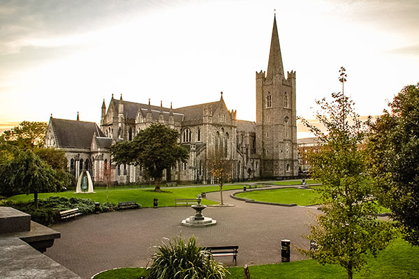 ymt-blog-ultimate-ireland-travel-guide-st-patricks-cathedral-dublin