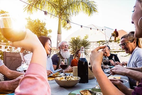 ymt-blog-where-to-eat-in-australia-group-eating-outside