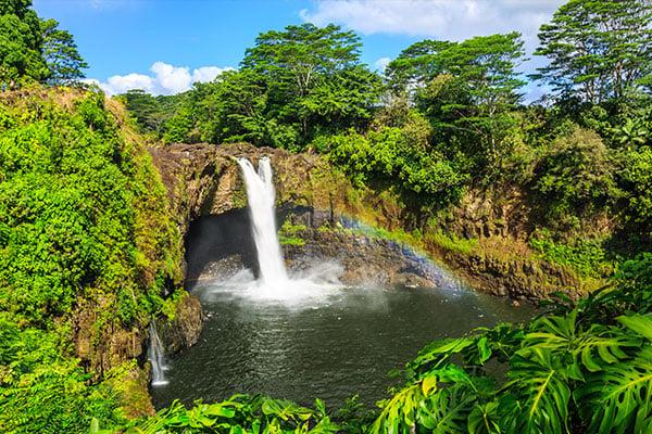 hawaii-Rainbow-Falls-in-Hilo.-Wailuku-River-State-Park