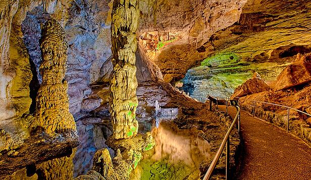 Carlsbad-Caverns.jpg