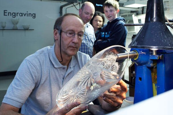 Master-glass-engraver-in-Waterford-Crystal,-Co.-Waterford-1