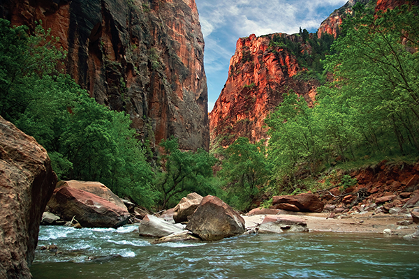 Zion_canyon_national_park_UT