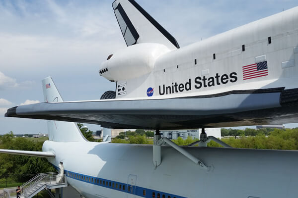 Space_Center_Houston_Shuttle_atop_Carrler