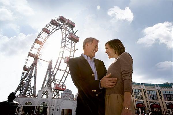 Vienna-Ferris-Wheel-Couple_Blog_600x400