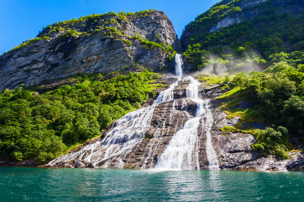 YMT-Vacations-Geirangerfjord-Seven-Sisters-Water-Norway-ss_1087425026