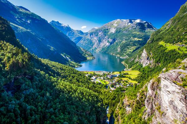 norway-fjords-shutterstock_1170011566-(4)