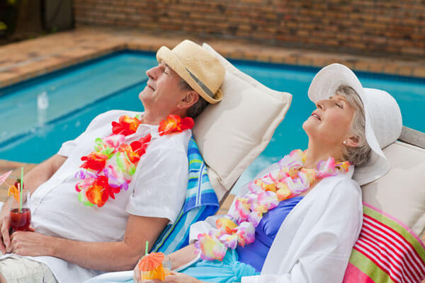 relaxing-in-hawaii-poolside-drinks-ymt-vacations-ss_70877941
