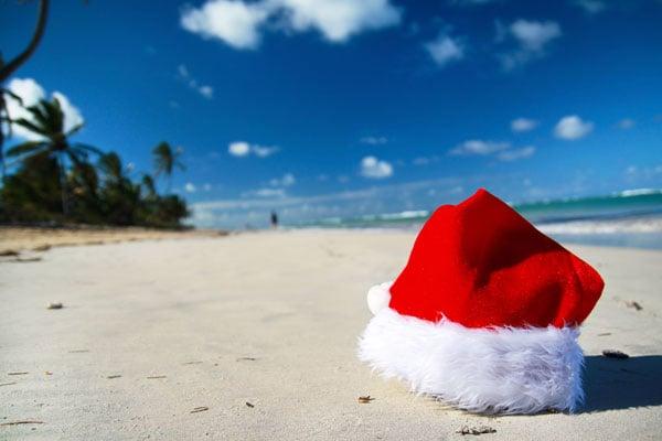ymt-blog-christmas-in-hawaii-santa-beach
