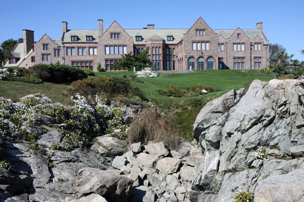 ymt-blog-the-best-newport-mansions-cliffside-view