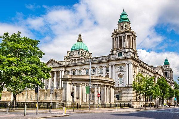 ymt-blog-ultimate-ireland-travel-guide-belfast-city-hall