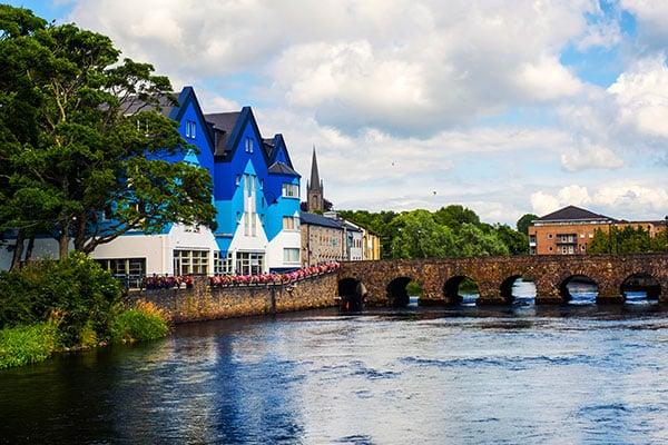ymt-blog-ultimate-ireland-travel-guide-sligo-ireland-with-river